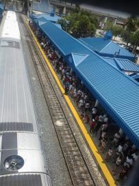 Aspettando il treno per Downtown, direzione parade