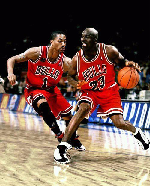 Michael Jordan contro Derrick Rose, passato e futuro dei Bulls, in un fotomontaggio reperibile in Rete