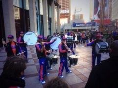 Knicks marching band fuori dal Madison Square Garden